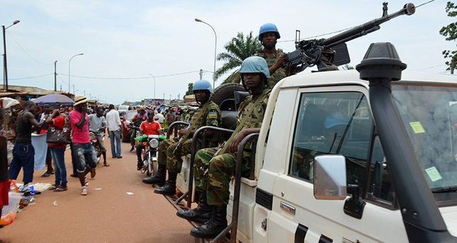 UN Peacekeeping troops patrol the main market at Kilometre Five in Bangui on May 18, 2015, where refugees gathered during inter-religious violence that wracked the Central African Republic (AFP Photo)