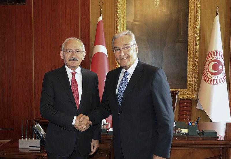 CHP leader Kemal Ku0131lu0131u00e7darou011flu (L),  CHP deputy Deniz Baykal.