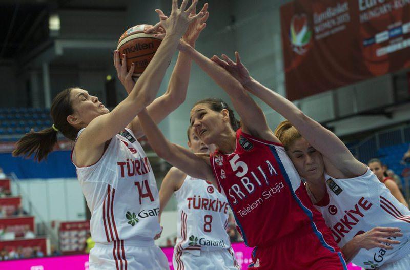 u015eaziye u0130vegin, left,and Bahar u00c7au011flar, right, of Turkey challenge Sonja Petrovic of Serbia for the ball.