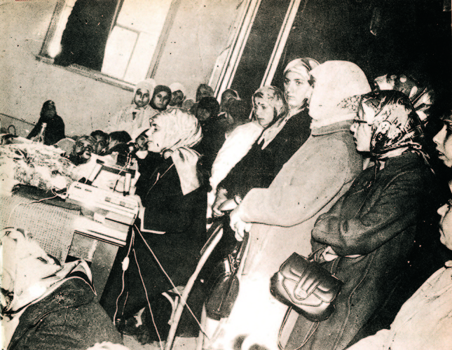 In 1965, Şenler decided to wear the Islamic hijab in order to make her appearance reflect her thoughts. This soon became a political activity, since she was not a silent moderate citizen, and had always been an activist.