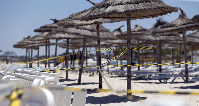A picture taken on June 27, 2015 shows the cordoned-off beach of the Riu Imperial Marhaba Hotel in Port el Kantaoui, on the outskirts of Sousse south of the capital Tunis, in the aftermath of a shooting attack on the beach resort. (AFP Photo)