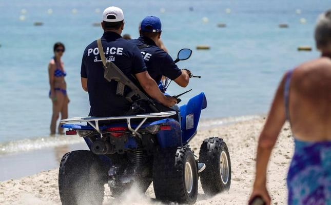 Armed Tunisian police swarm streets of tourist towns after attack
