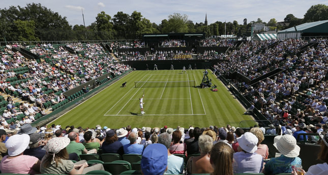 Djokovic and Serena breeze past Wimbledon opener