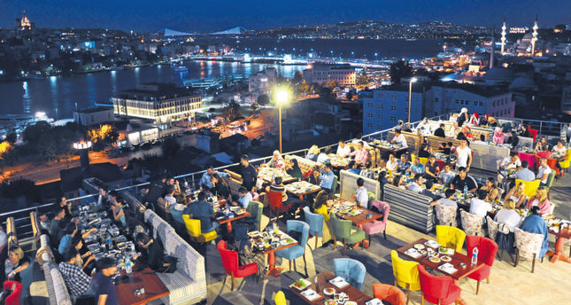From cozy streets to cafes: Restless Ramadan nights in Istanbul