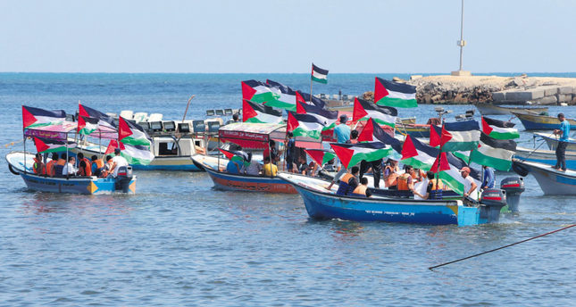 Gazan fishers were waiting to welcome the freedom flotilla in the coast.