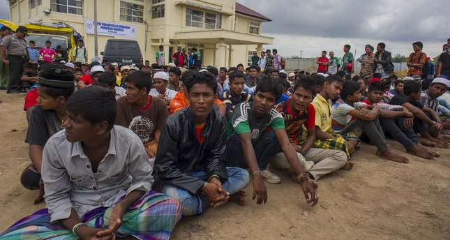 This picture taken on June 15, 2015 shows Myanmar Rohingya people waiting shortly after arriving at new temporary shelters for Rohingyas in Blang Adoe, North Aceh. (AFP Photo)