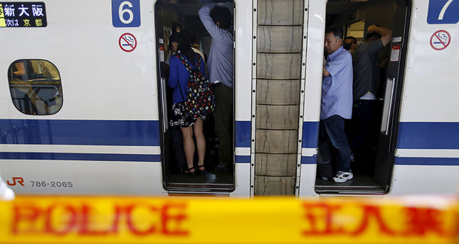 Passengers wait for the resumption of a Shinkansen bullet train service inside a train bound for Osaka, at Odawara station in Odawara, west of Tokyo June 30, 2015 (Reuters Photo)