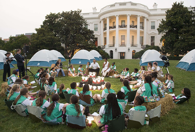 US President Barack Obama and First Lady Michelle Obama talk with Girl Scouts that are camping overnight on the South Lawn of the White House in Washington, DC, June 30, 2015 (AFP Photo)