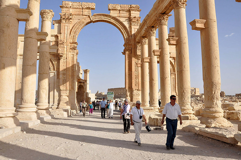 Tourists walk in the historical city of Palmyra, September 30, 2010. ISIS militants in Syria have entered the ancient ruins of Palmyra after taking complete control of the central city (Reuters Photo)