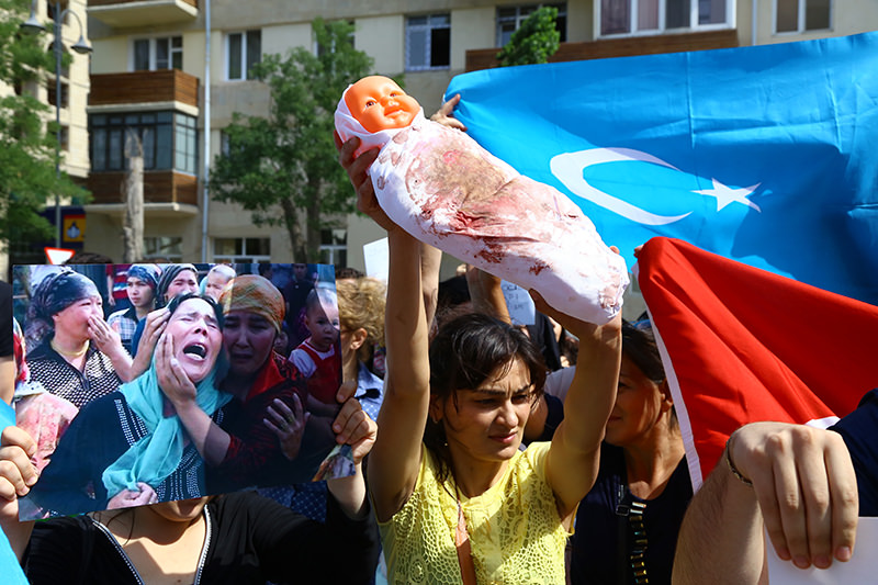 Turkish people gathered outside the Chinese Consulate to protest China's restrictions on Uighur Muslims (AA Photo)