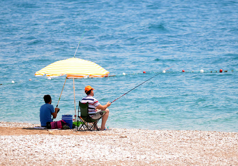 Citizens fishing in Turkeyu2019s southern coastal region of Antalya (AA Photo)