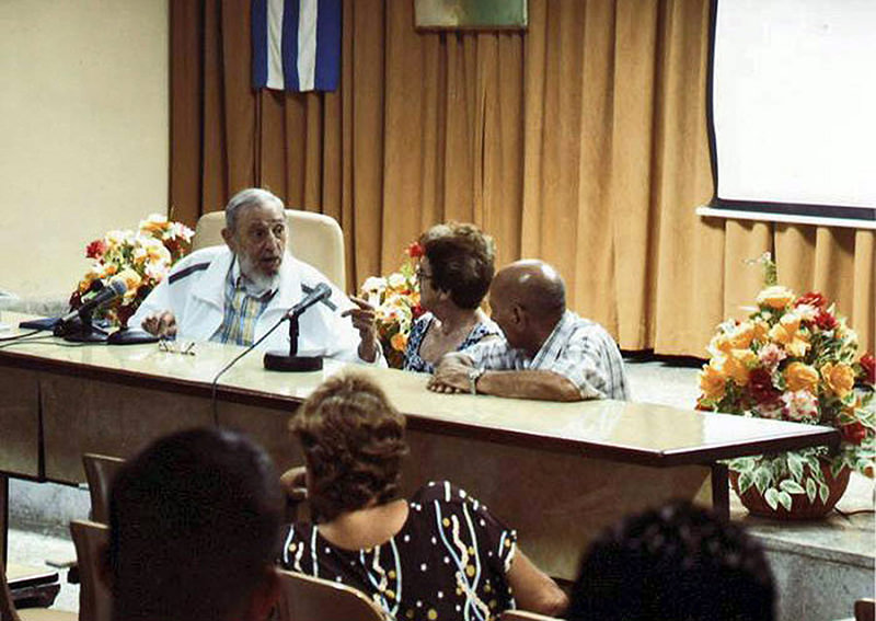 A handout picture provided by Cubadebate on 04 July 2015 showing Cuban leader and former President Fidel Castro (L), who met for more than four hours with Cheese Masters (EPA Photo)