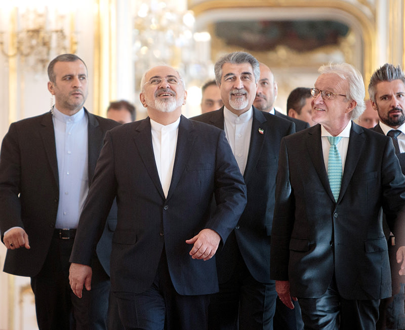 Iranian Foreign Minister Mohammad Javad Zarif (2-L) prior a meeting with Austrian President Fischer (not pictured) in Vienna, Austria, 03 July 2015 (EPA Photo)