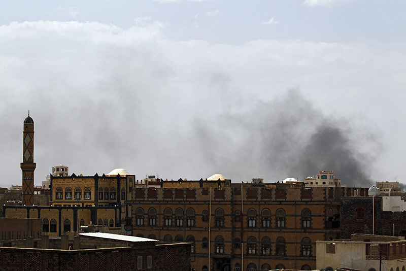 Smoke rises above the city after airstrikes allegedly carried out by the Saudi-led coalition hit positions held by the Houthis in Sana'a, Yemen, 05 July 2015 (EPA Photo)