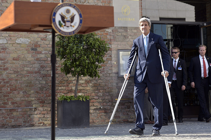 US Secretary of State John Kerry arrives to make a statement during talks between the E3 3 and Iran on its nuclear program, in Vienna, Austria, 05 July 2015.