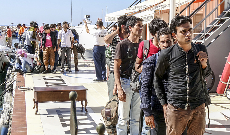Migrants attempting to cross to Greece caught by Turkish officials July 6, 2015 (AA Photo)