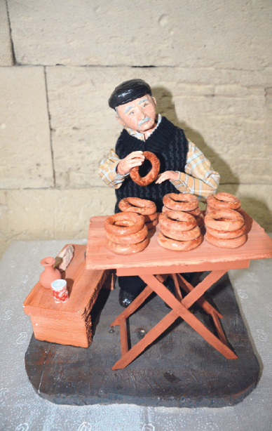 The folkloric dolls are made of completely natural materials and do not include any artificial substances. After adding water to the adhesive obtained from tragacanth, the trainees use cotton to give a doll shape.