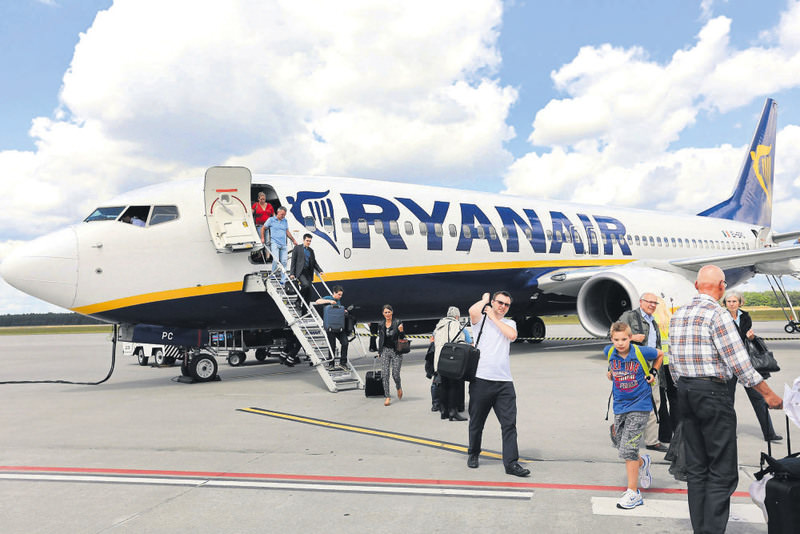 Ryanair confirmed that it will shift its Copenhagen staffing to Lithuania next week in response to planned industrial action by Danish trade unions over working conditions