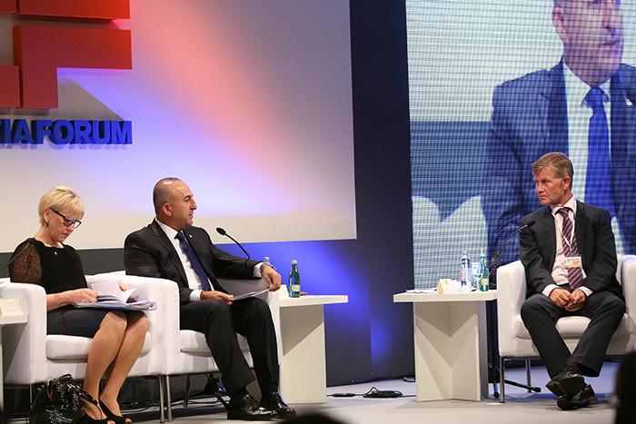 Turkey's Ministry of Foreign Affairs, Mevlu00fct u00c7avuu015fou011flu (center) speaks at the Croatia Forum (AA Photo)