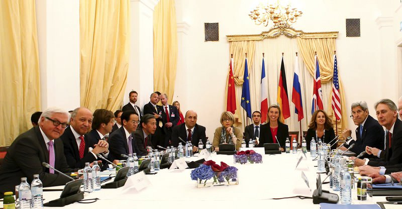 Officials sit together during a photo opportunity at the Palais Coburg where talks between the E3 3 (France, Germany, UK, China, Russia, US) and Iran continue, in Vienna, Austria, 10 July 2015. (REUTERS Photo)