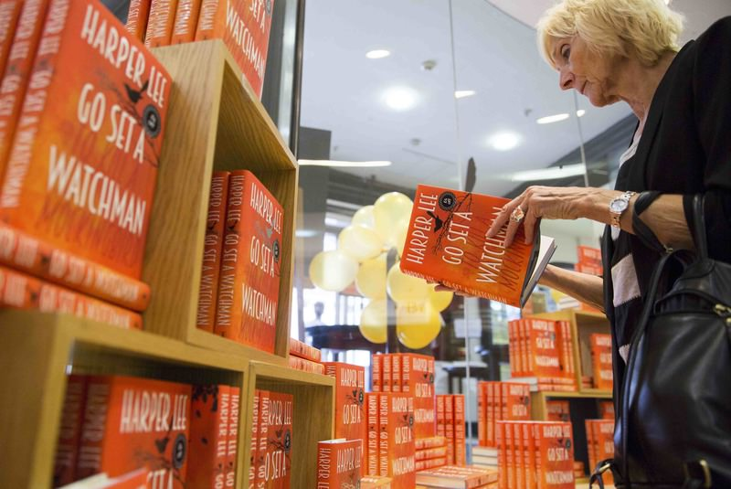 A customer browses a copy of author Harper Lee's novel ,Go Set a Watchman, at a Waterstones bookstore in London, Britain July 14, 2015 (Reuters Photo)
