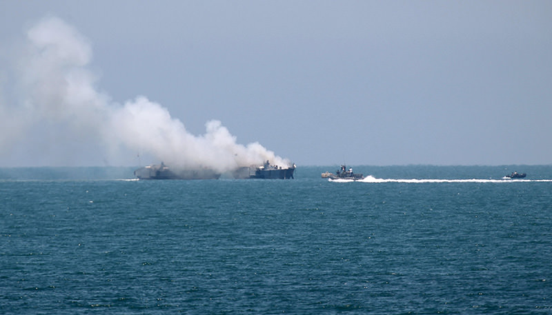 Smokes rises from an Egyptian coastguard vessel on the coast of northern Sinai, as seen from the border of southern Gaza Strip with Egypt July 16, 2015 (Reuters Photo)