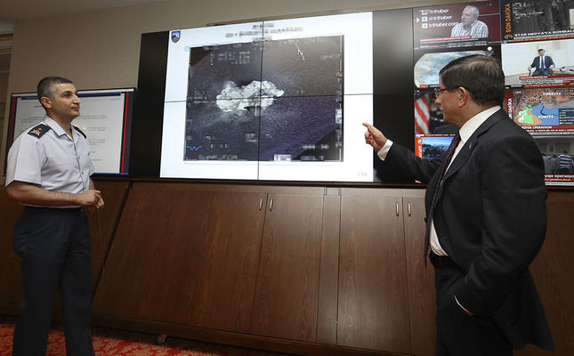 PM Davutoğlu being briefed by General Gökhan Sönmezateş regarding the latest air attacks on ISIS (AA Photo)