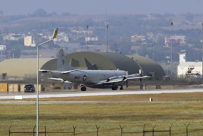 A United States Navy plane maneuvers on the runway of the Incirlik Air Base, in Adana, in the outskirts of the city of Adana, southeastern Turkey, Tuesday, July 28, 2015 (AP Photo)
