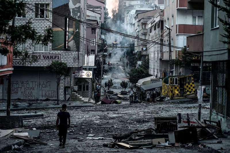 The scene after the clashes between Turkish police forces and PKK-affiliated groups in Istanbul's Gazi district.