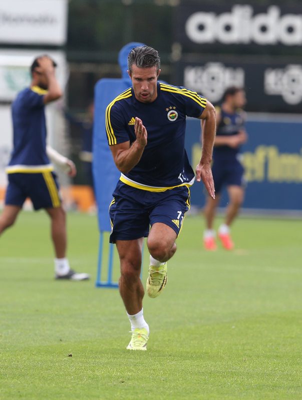 Star striker Van Persie is expected to play against Shakhtar Donetsk.