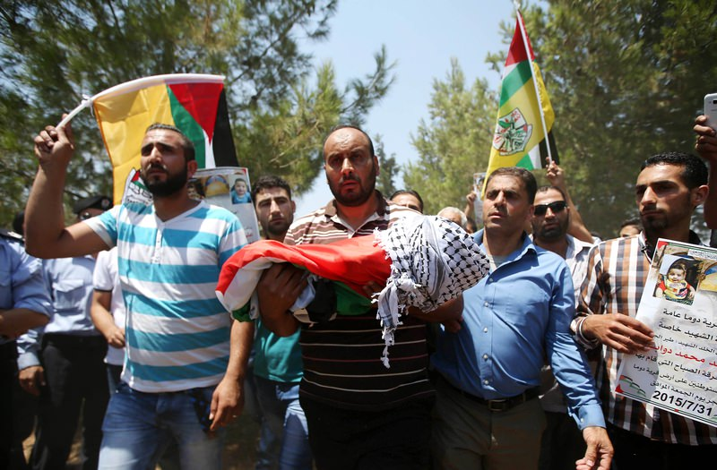 Palestinian man carrying killed baby's body
