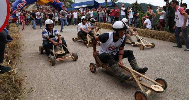 Formulaz: Wooden car race a treat for slow drivers