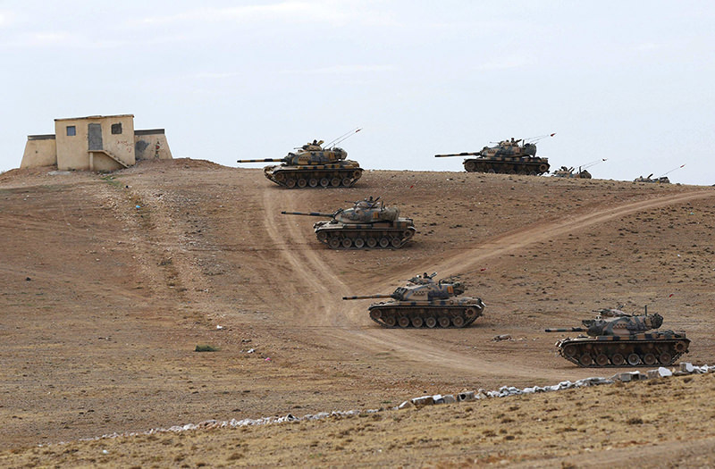 Turkish army tanks take up position on the Turkish-Syrian border near the southeastern town of Suruc in Sanliurfa province September 29, 2014 (Reuters Photo)