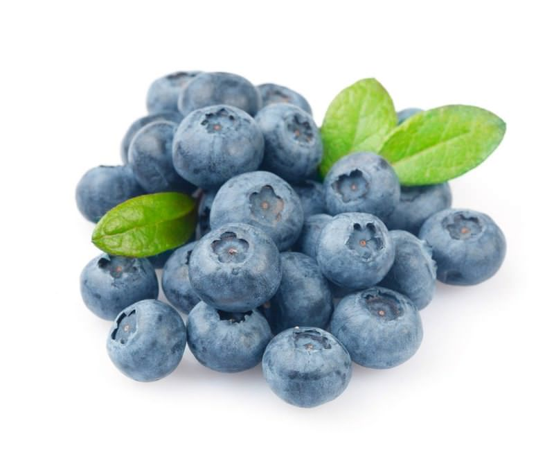 Blueberries are rich in vitamins C and E, which make the skin look fresh and smooth as well as avoid dry nails and hair.