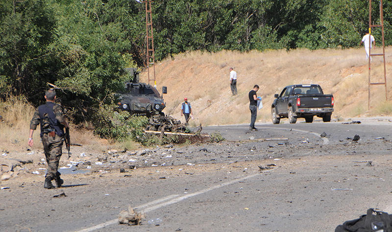 One police officer injured in an attack with a bomb-laden vehicle in eastern Tunceli province (AA photo)