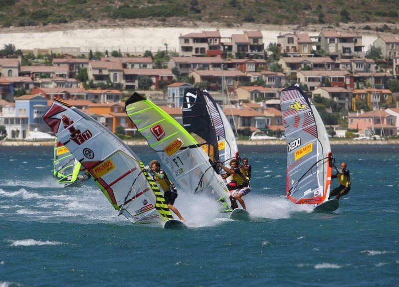 Windsurfers in Alau00e7atu0131