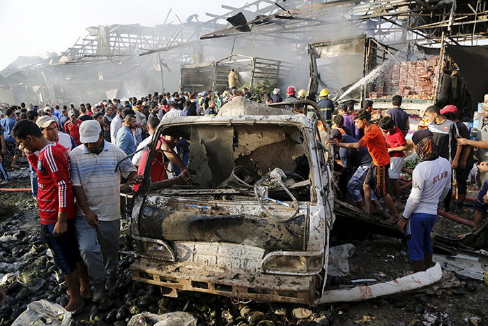 Truck bomb kills at least 60, wounds 200 in Baghdad market (Reuters Photo)