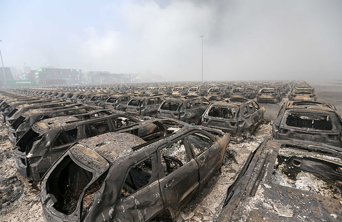 Brand new cars parked in Tianjin port are seen badly damaged at the site of the massive explosions in Tianjin on August 13, 2015 (AFP Photo)