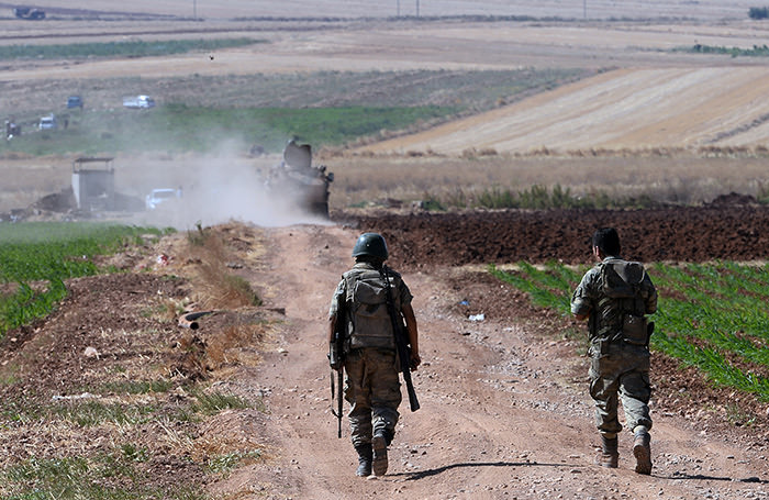 Turkish soldiers patrol near the border with Syria, ouside the village of Elbeyli, east of the town of Kilis, southeastern Turkey, Friday, July 24, 2015. (AP Photo)