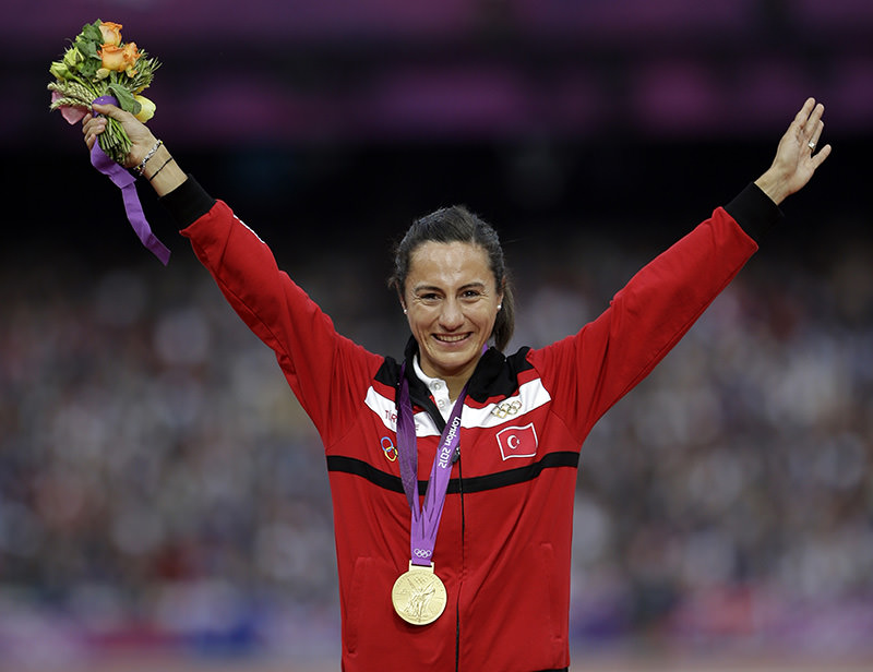 In this Aug. 11, 2012 file photo Turkey's Asli u00e7akir Alptekin poses with her gold medal for the women's 1500-meter during the athletics in the Olympic Stadium at the 2012 Summer Olympics, London (AA Photo).