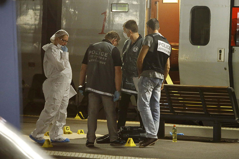 French investigating police check for clues on the train platform in Arras, France, August 21, 2015. (Reuters Photo )