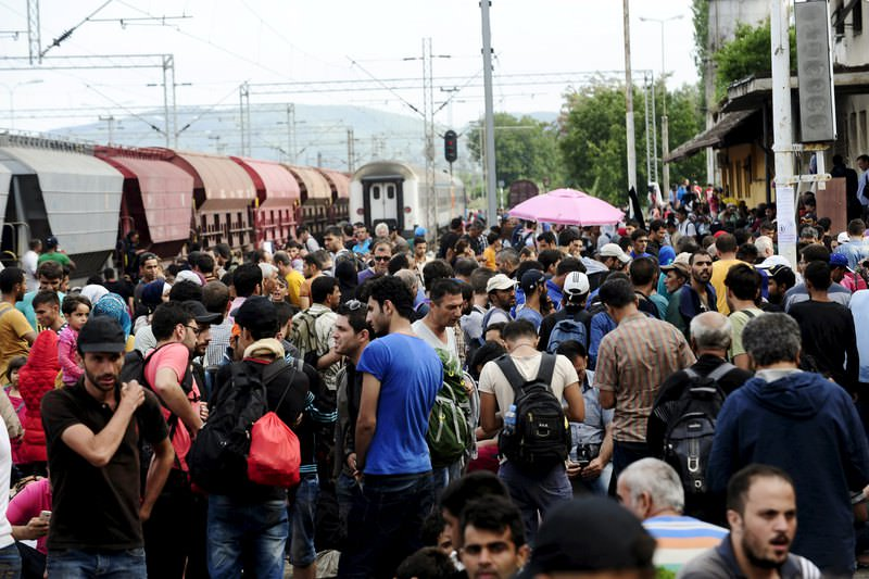 Migrants gather at Gevgelija train station in Macedonia after crossing Greece's border, Macedonia, August 22, 2015. (REUTERS Photo)