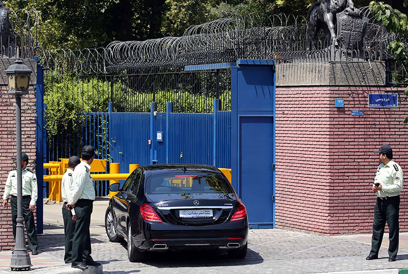 Iranian security forces stand guard a car of Britain's Foreign Secretary Philip Hammond's delegation arrives at the British embassy on August 23, 2015 in the capital Tehran. (AFP Photo)