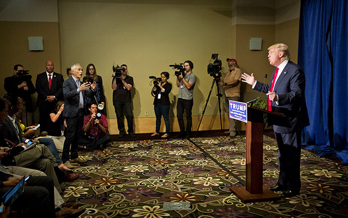 Republican Presidential candidate Donald Trump debates with Univision reporter Jorge Ramos before Trump's ,Make America Great Again Rally, August 25, 2015 (Reuters Photo)