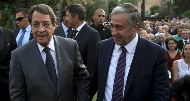 Turkish Cypriot leader Mustafa Akıncı (R) and Greek Cypriot leader, Cypriot President Nicos Anastasiades (Reuters Photo)