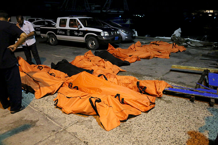Bodies of dead migrants that were recovered by the Libyan coastguard after a boat sank off the coastal town of Zuwara, west of Tripoli, August 27, 2015 (Reuters Photo)