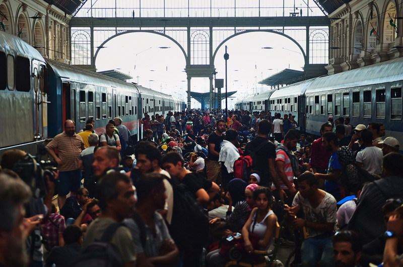 Refugees crowd the platforms at the Keleti (eastern) railway station in Budapest on September 1, 2015. (AFP Photo)