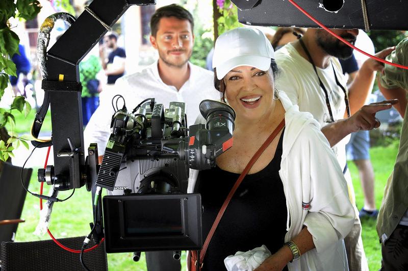 u015eoray sat in the director's seat 24 years after directing her films ,Du00f6nu00fcu015f, (Return), ,Azap, (Torment), ,Bodrum Hakimi, (Judge of Bodrum) and ,Yu0131lanu0131 u00d6ldu00fcrseler, (Killing the Snake).