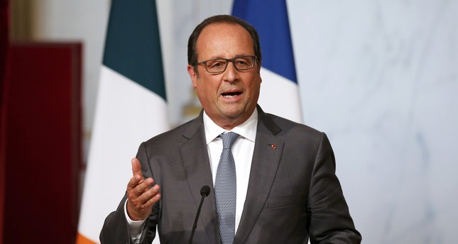 France and Germany agreed on Thursday to propose a permanent and mandatory system to take in refugees and asylum seekers, especially Syrians, in the European Union, President Francois Hollande said. (Reuters Photo)