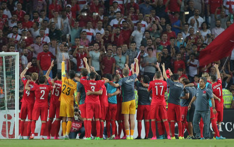 Turkey's national football team defeats the Netherlands 3-0 in the Euro 2016 qualifying match at Konya's Arena on September 6, 2015. (AFP Photo)